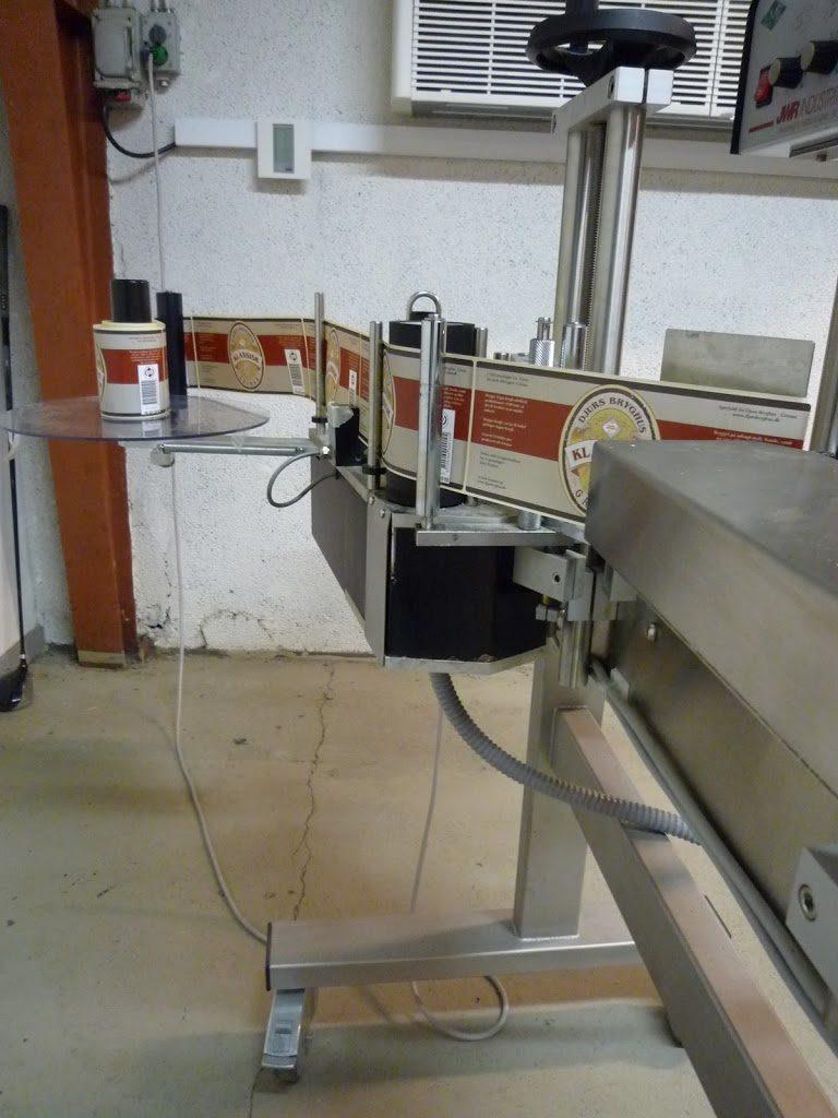 Maszyna do etykietowania.