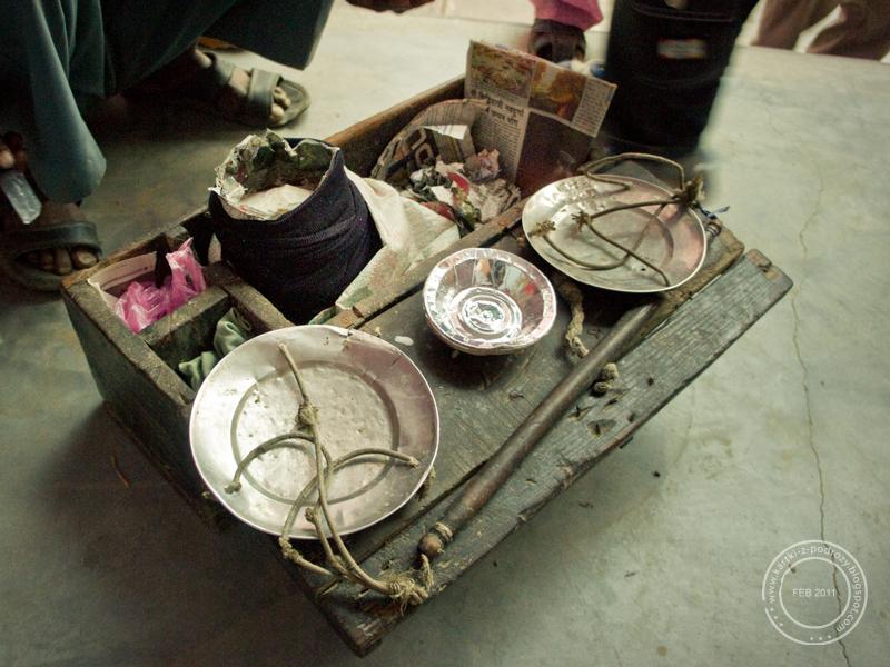 """Przenośna """"lodówka"""" a w środku kulfi / Portable """"fridge"""" with kulfi"""