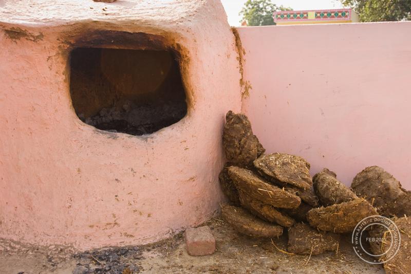 Piec do wyrabiania ghee - tłuszczu z mleka krowiego / The oven used to prepare ghee