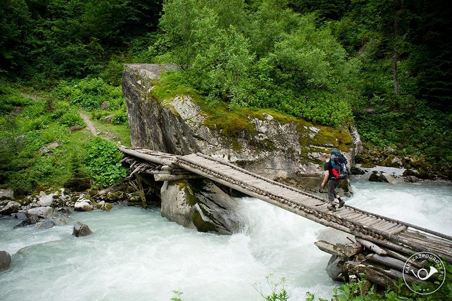 Ostatni most, pozostałe potoki trzeba już będzie przejść w bród (fot. Jakub Szczerba).