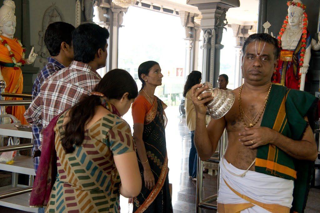 Do Batu Caves przyjeżdżają turyści i pielgrzymi... tu znajduje się ważne miejsce kultu dla Hindusów.