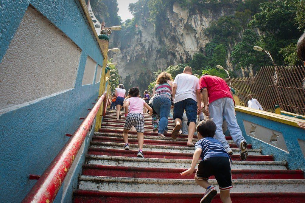 Batu Caves - zespół jaskiń i miejsce kultu Hindu poświęcone Muruganowi.