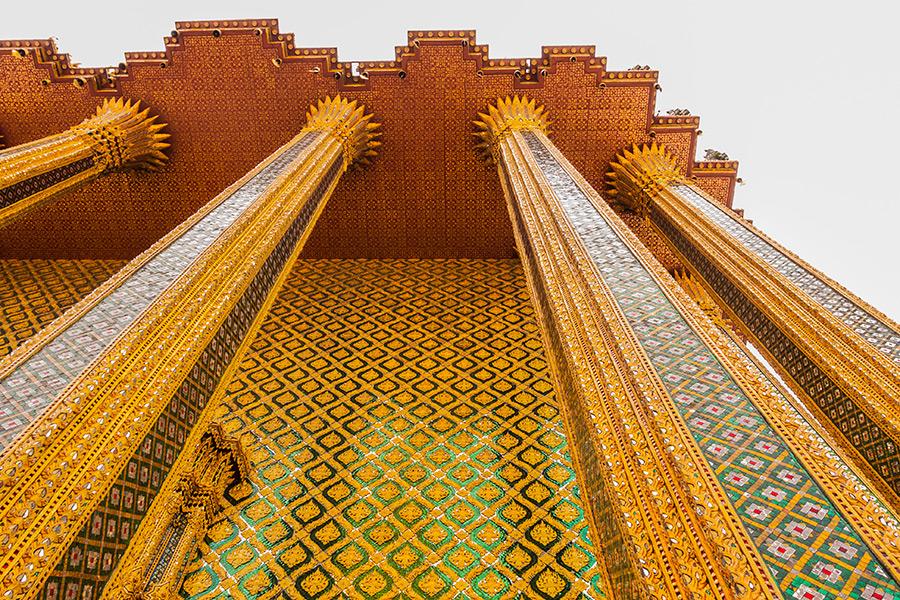 Przepych architektury sakralnej zapiera na każdym kroku, co jeszcze bardziej potęguje egzotykę tego miejsca.