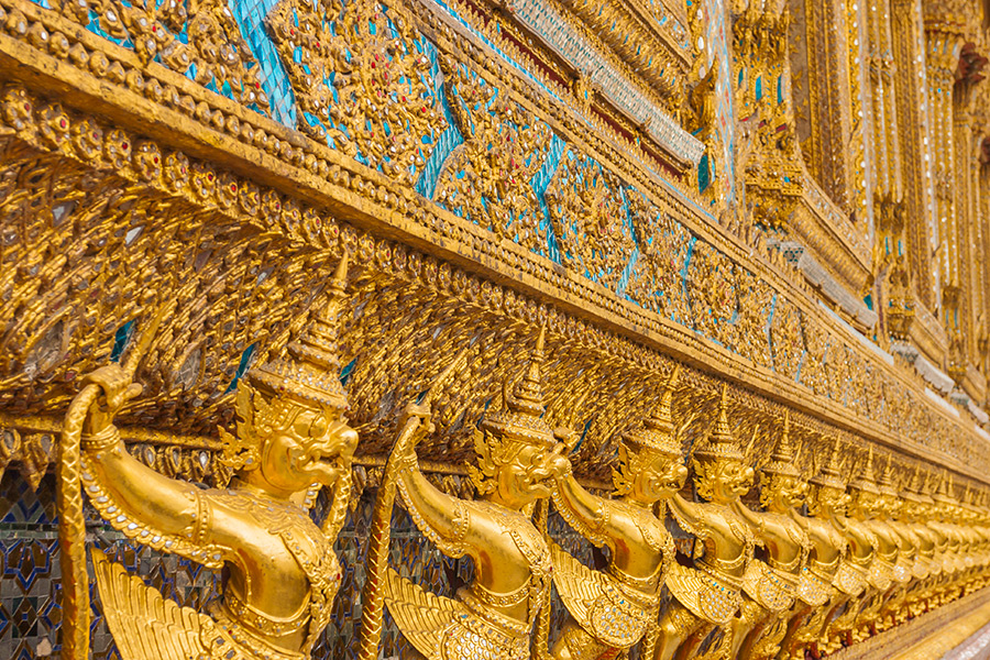 Garuda to jedno z bóstw w hinduizmie i buddyzmie tybetańskim. Ten mityczny ptak widnieje w godłach Tajlandii i Indonezji, ponadto narodowe linie lotnicze w Indonezji to Garuda Indonesia.