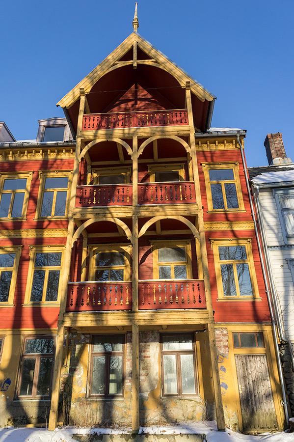 Stara drewniana zabudowa charakterystyczna dla Trondheim.