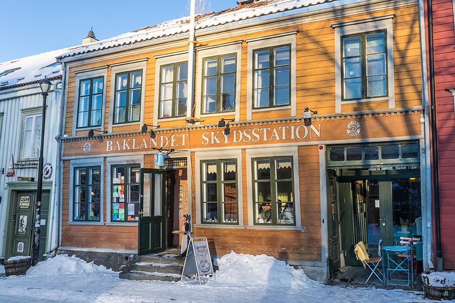 Klimatyczna kawiarenka w Bakklandet.