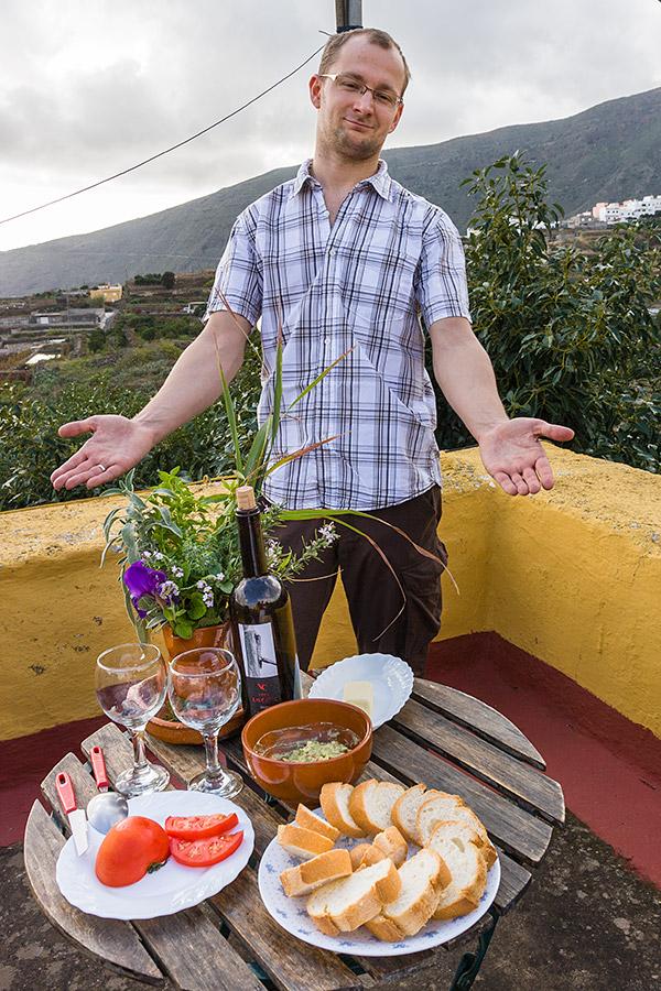 Świeże pomidory i guacamole przyrządzone z dojrzałego awokado połączone z lokalnym winem z La Orotava w zupełności wystarczyły do szczęścia.
