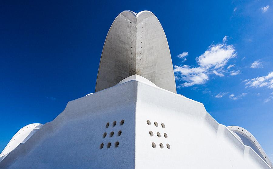 Otwory z przodu najprawdopodobniej służą do ataku monstrualnych rozmiarów makaronem (Auditorio de Tenerife).