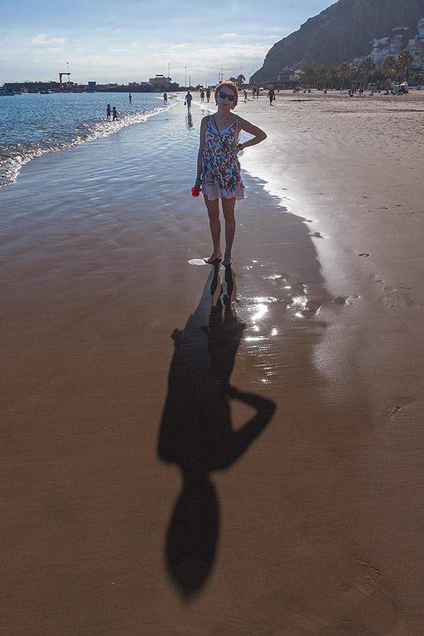 Każda plaża z żółtym piaskiem jest sztucznie utworzona na potrzeby turystyki.
