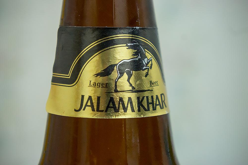 Nawiązania do konia jest widoczne na każdym kroku - piwo Жалам Хар.
