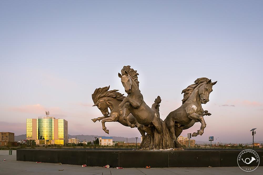 W kulturze mongolskiej konie odgrywają znaczącą rolę.