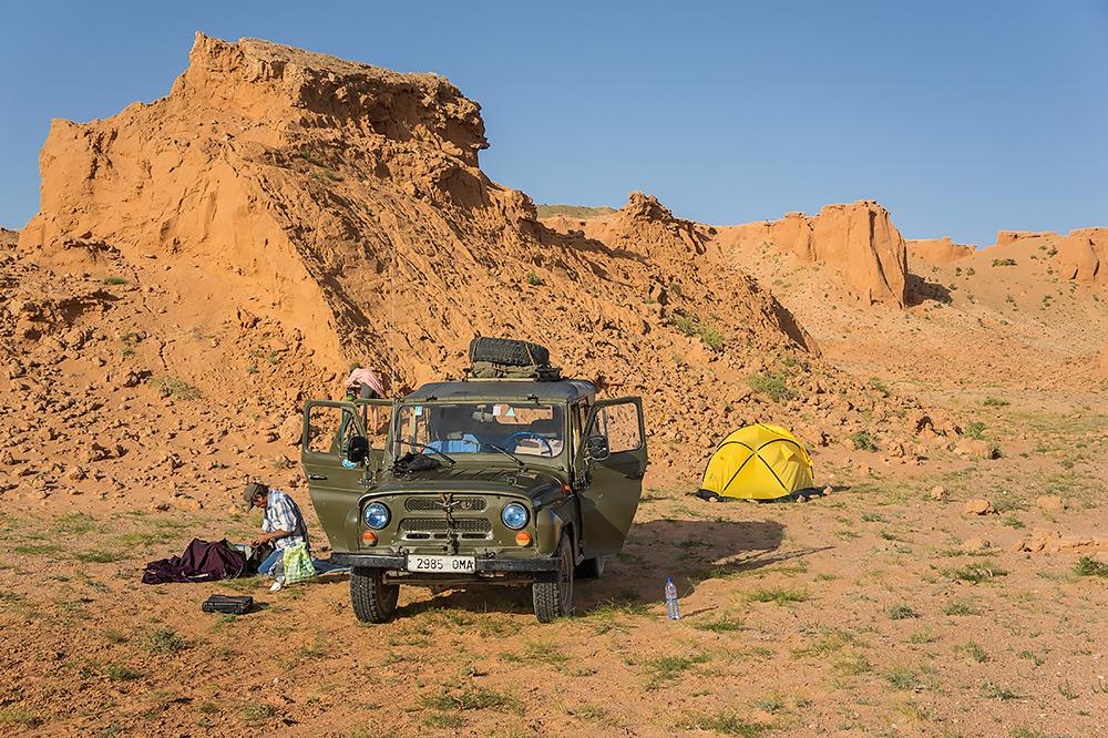 Nocleg pośrodku pustyni może okazać się ciekawym doświadczeniem.