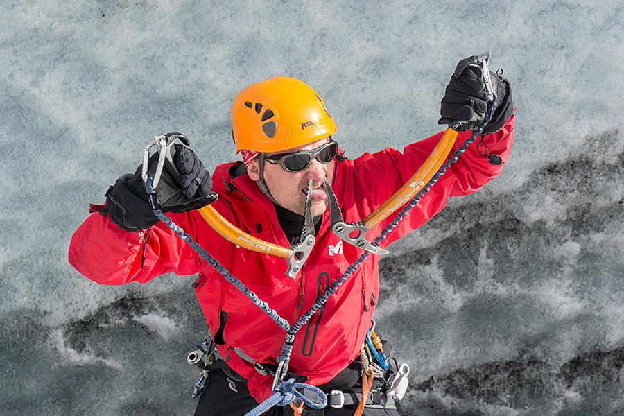 Wspinaczka w lodzie wymaga dokładności i precyzji, a dziaba jest przedłużeniem ręki.