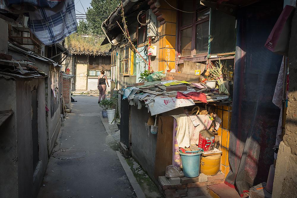 Stary hutong – szczelnie połączone za sobą parterowe budynki tworzą tradycyjną zabudowę Pekinu. Typowo są oparte na planie prostokąta z małym, wspólnym dziedzińcem pośrodku, na którym często mieści się wspólny wychodek.