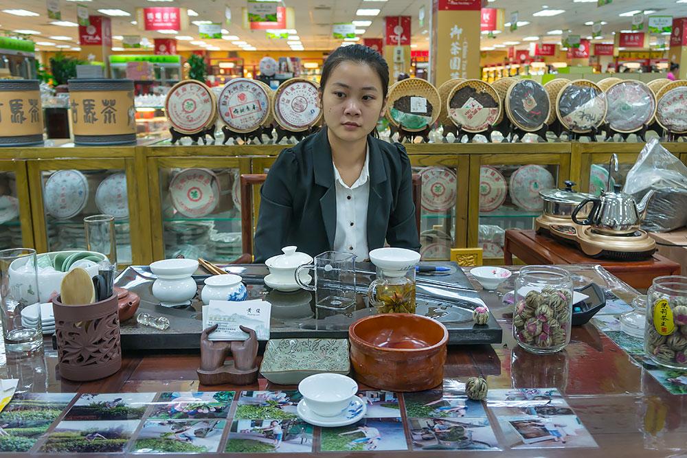Ceremonia parzenia herbaty metodą Gong Fu (albo Kung-fu) poprzedza każdą transakcję zakupu.