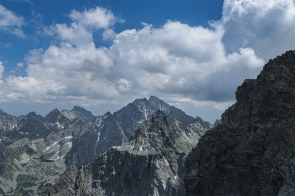 Ganek i Gerlach majestatycznie prezentujący się z Przełęczy Waga. Zdjęcie wykonane w drodze powrotnej z Chaty pod Rysami na Rysy. W brzuchu energii dodają pampuchy i herbatka z prądem.