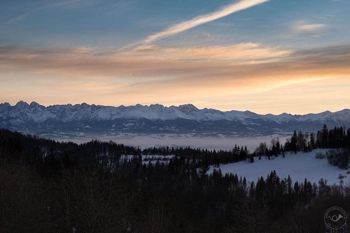 Widok na Tatry w zimowej odsłonie.