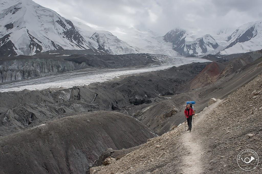 Wyprawa na Pik Lenina: trekking wzdłuż lodowca.